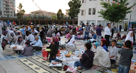 Cami Avlusunda Ramazan Şenliği