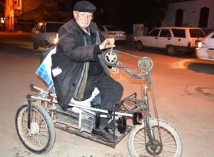Çubuklu Cafer Amca Eliyle Pedal Çeviriyor